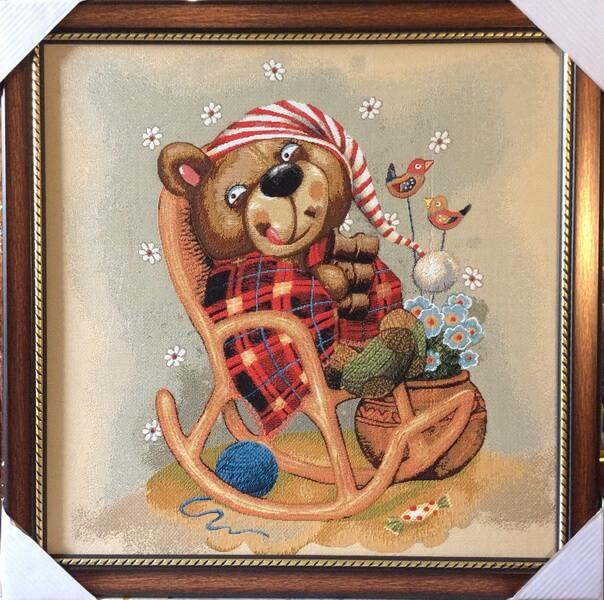 Медведь в кресле